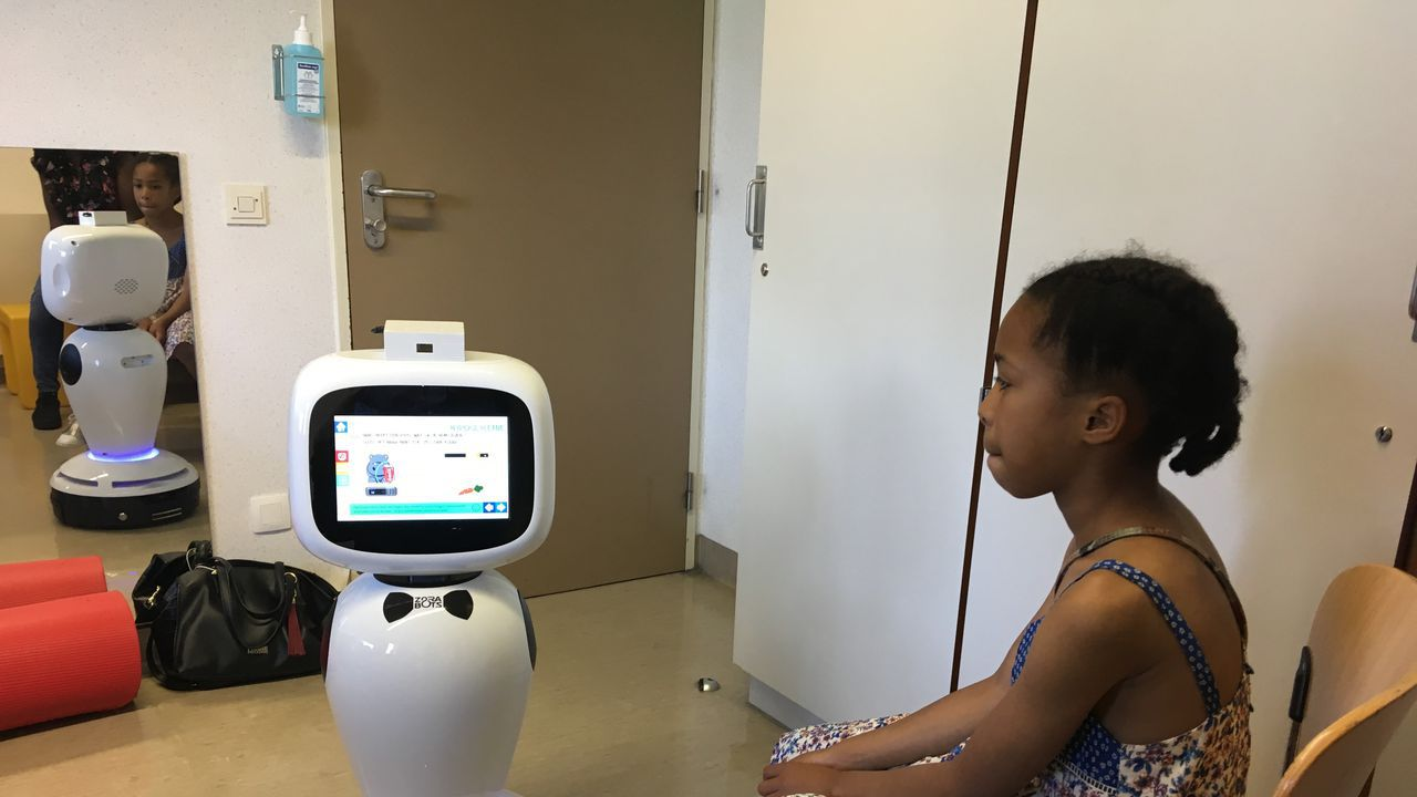 Robot James helpt kinderen met diabetesRobot-James-helping-children-with-diabetes.jpg